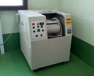 スーパーエイトフィニッシャー(8の字全面流動式バレル研磨機) DS8-30SE型�A