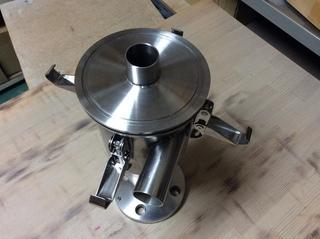小型サイクロン(別注仕様・ステンレス・上面部蓋化(ロック機構付き)・下面部フランジ)�D